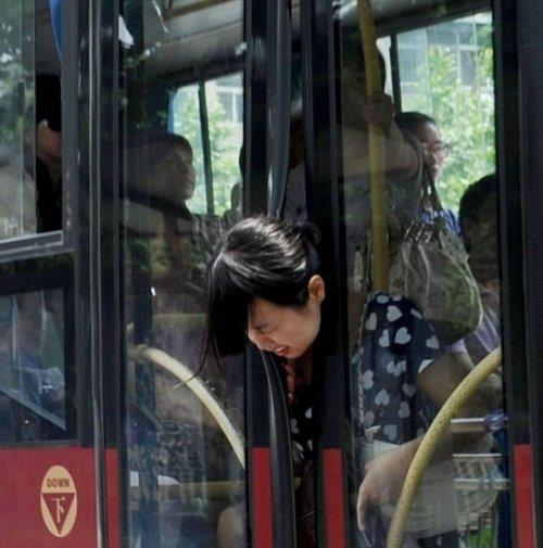 Head Stuck In Bus Door Fail!