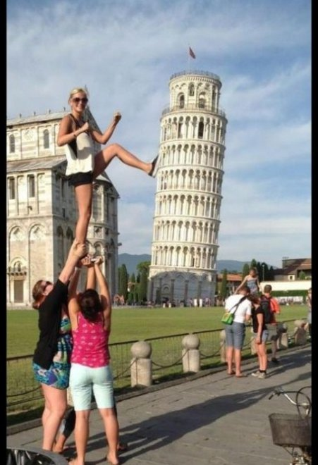 Tourist Photos – You're Doing It Right